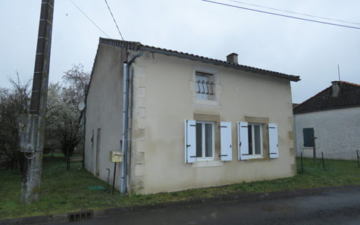 Country house for sale near Montmorillon France Reference : 90303