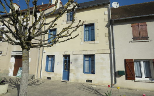 Townhouse for sale near Montmorillon France Reference : 90401
