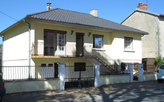 Bungalow for sale in Montmorillon France Reference : 90503