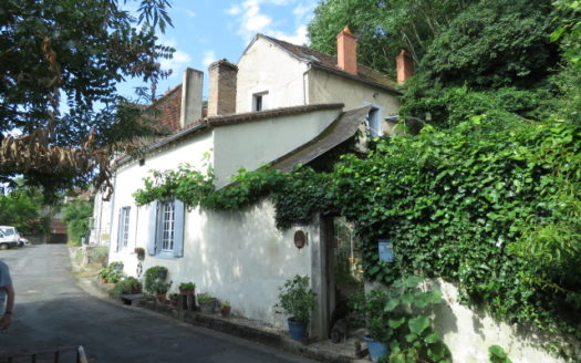 Character townhouse for sale in Montmorillon France Reference : 90702