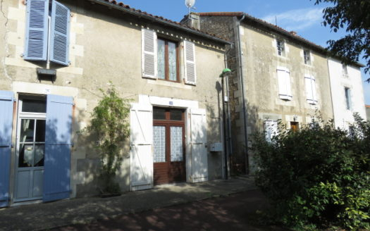 Townhouse for sale in Montmorillon France Reference : 90701