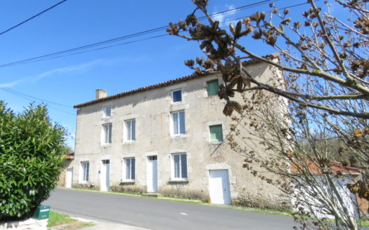 House for sale in Montmorillon France Reference : 70203