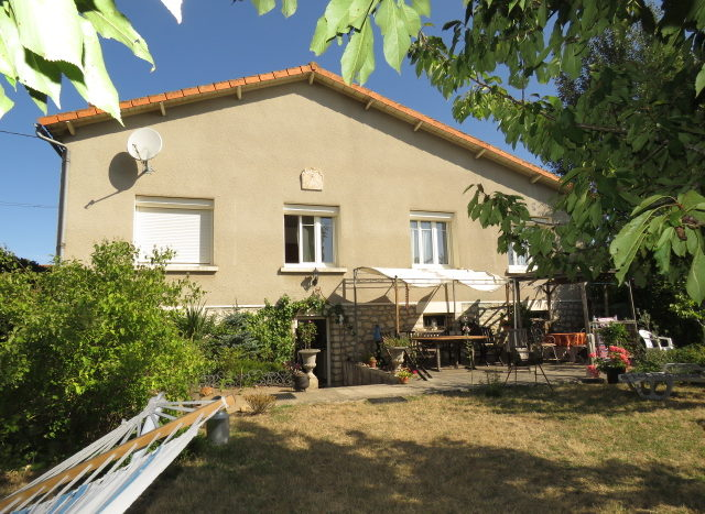 Bungalow for sale in Montmorillon France Reference : 70703