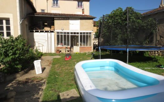Townhouse for sale in Montmorillon France Reference : 70701