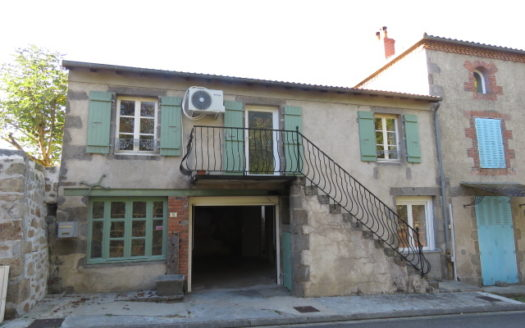 Village House for sale near Montmorillon France Reference : 71002