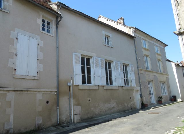 Townhouse for sale near Montmorillon France Reference : 80706