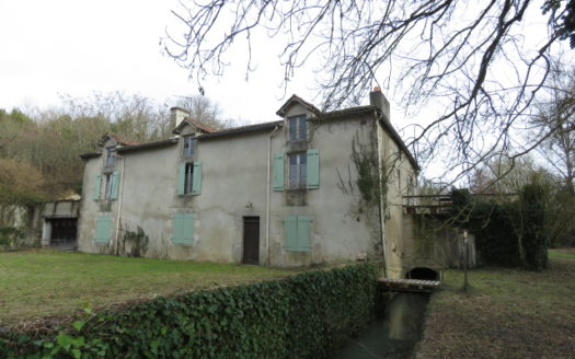 Mill for sale near Montmorillon France Reference : 90101