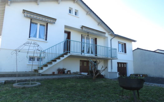 Townhouse for sale near Montmorillon France Reference : 90204