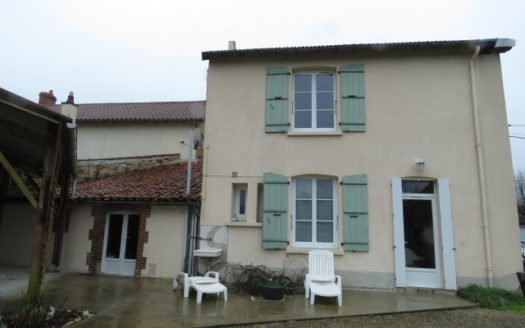 Village house for sale near Montmorillon France Reference : 90302