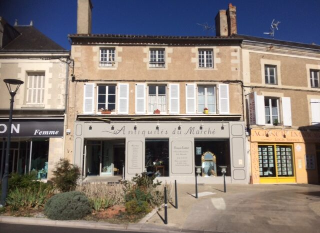 Character house for sale in Montmorillon France Reference : 90601
