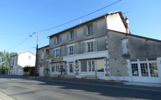 Hotel / Restaurant for sale near Montmorillon France Reference : 90807