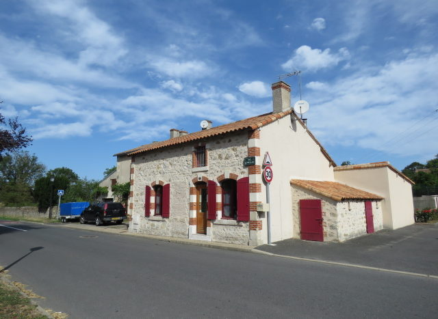 Village house for sale near Montmorillon France Reference : 90804