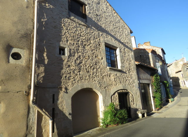 Character house for sale near Montmorillon France Reference : 90903