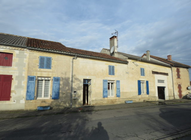 Village house for sale in Montmorillon France Reference : 91001