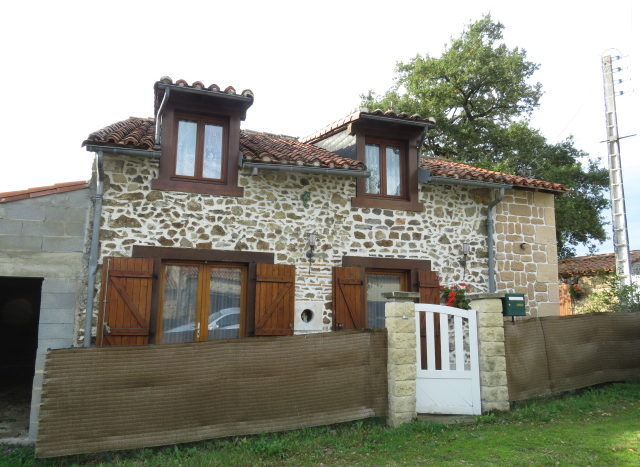 Cottage for sale near Montmorillon France Reference : 91002