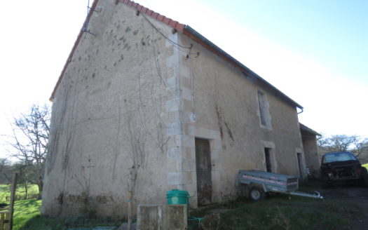 Barn for sale near Montmorillon France Reference : 20105