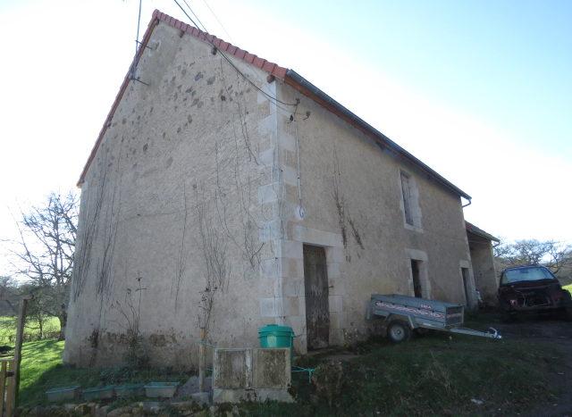 Barn for sale near Montmorillon France Reference : 20105