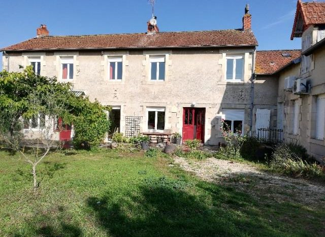 Character house for sale in Montmorillon France Reference : 91202