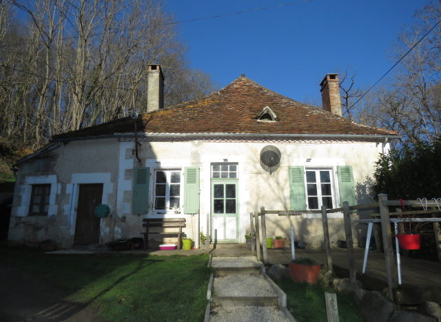 Cottage and barn for sale near Montmorillon France Reference : 20103