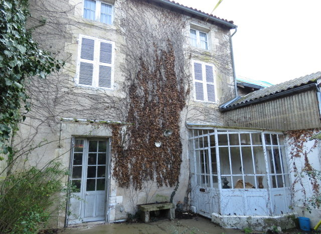 Townhouse for sale in Montmorillon France Reference : 20301