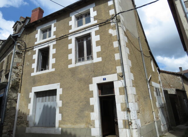 Townhouse for sale in Montmorillon France Reference : 20605