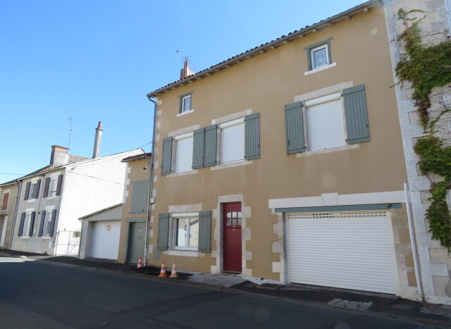 Character townhouse for sale in Montmorillon France Reference : 20803