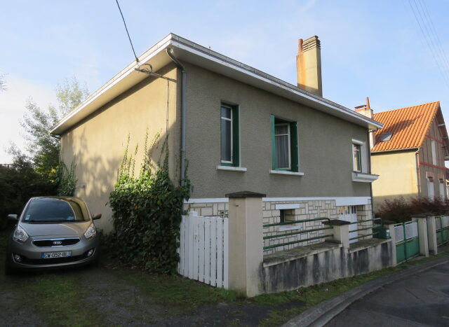 Townhouse for sale in Montmorillon France Reference : 21002